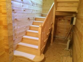 Лестница из сосны в Клину
